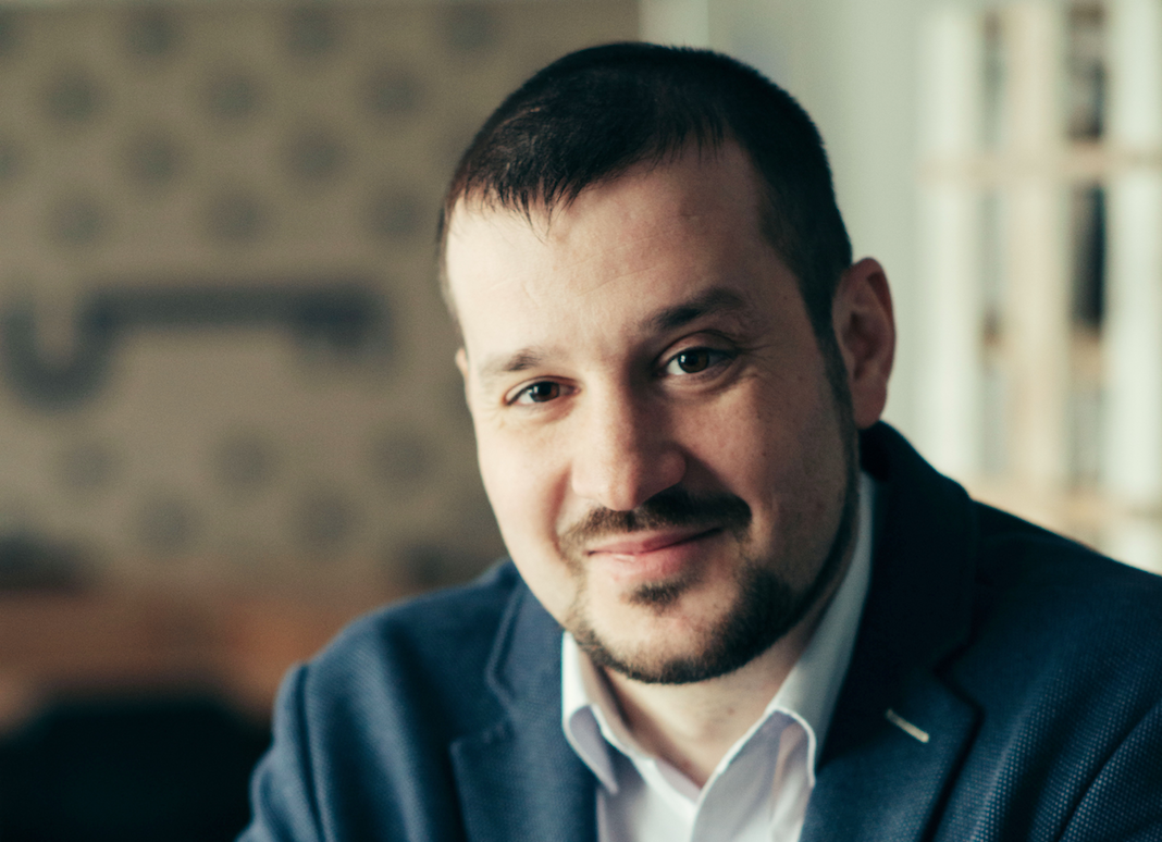 Андрусив Виктор,  исполнительный директор